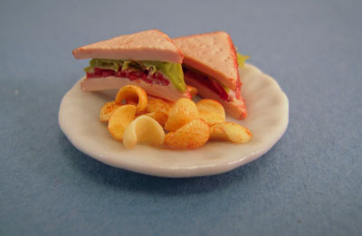 """1"""" Scale Tuna Sandwich with Chips"""