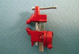 "1"" Scale Top Mounted Red Vise"
