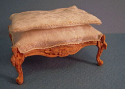 "1"" Scale Bespaq Unfinished Swan Stool"
