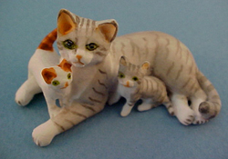 """1"""" Scale Grey Mother and Kittens"""