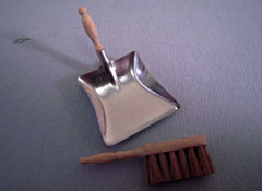 "Silvia Leiner 1"" Scale Miniature Broom and Dust Pan"