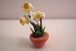 "1/2"" Scale Potted Yellow Daffodils"