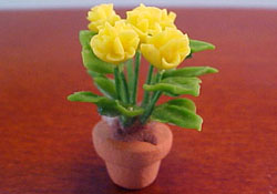 1/2&quot; Scale Potted Yellow Mums