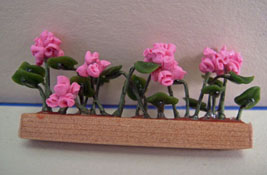 "1/2"" Scale Window Box with Pink Geraniums"