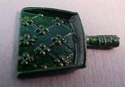1/2&quot; Scale Miniature Green Dust Pan