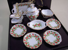 "1"" Scale Mistletoe Dinner Set for Four"
