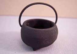 "1"" Scale Sir Thomas Thumb Black Iron Cauldron"