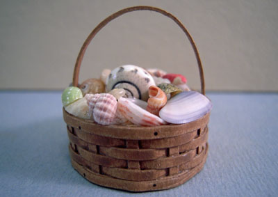 "Hudson River Miniatures 1"" Scale Shaker Basket Of Shells"