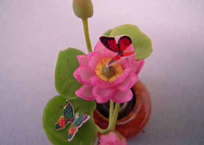 """A107 1"""" scale water lily arrangement with butterflies"""