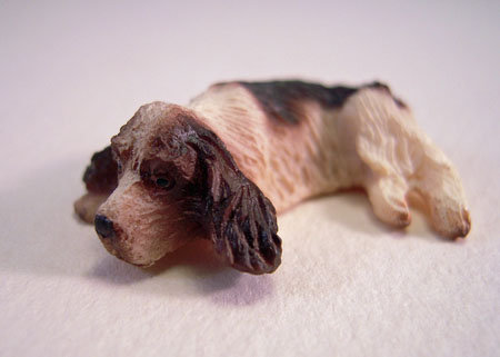 Miniature Lying English Springer Spaniel Dog 1:24