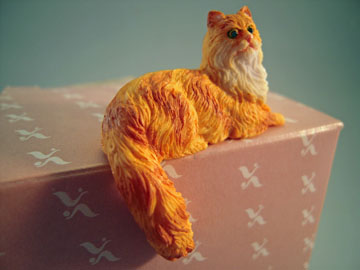"a4139or 1"" persian lying cat miniature"