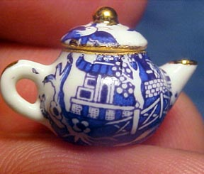 1:24 A Woman's Touch porcelain Blue Willow Tea Set for Two