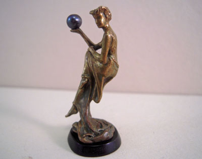 "1"" scale miniature Jim Pounder Lady 2013 with a Black Pearl"