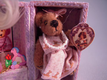 "lk874 1"" scale loretta kasza hand crafted teddy bear trunk"