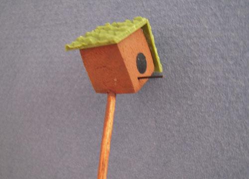 Hand Crafted Bird House On A Pole Dollhouse Miniatures 1:12 Scake