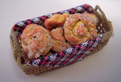 "mm367 1"" scale basket of crullers"