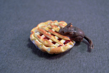 "mm538 1/2"" scale cherry pie with a mouse"