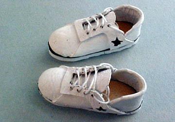 """pl606 1"""" scale miniature tennis shoes"""