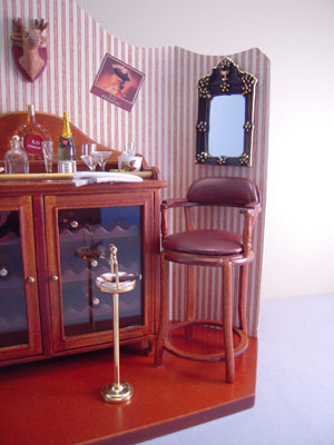 "1"" scale reutter mini bar vignette"
