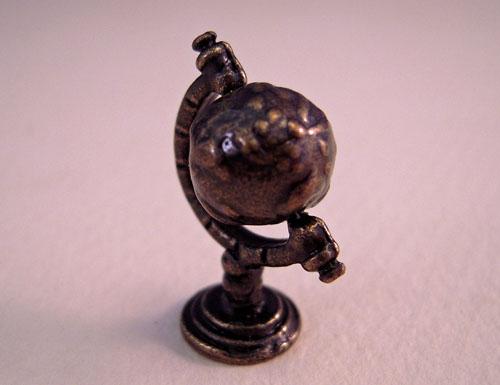 1:24 scale miniature World Globe