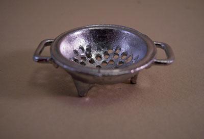 Island Crafts Silvertone Metal Collander 1:12 scale