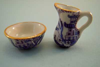 A Woman's Touch Hand Crafted Porcelain Blue Willow Pitcher and Wash Bowl 1:24