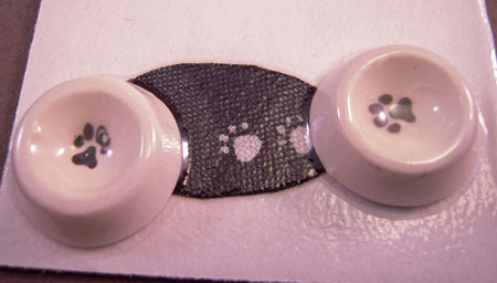 By Barb Hand Crafted Pet Bowls and Black Mat 1:24