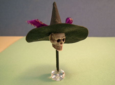 Creepy Hat Stand With Halloween Hat 1:12 scale