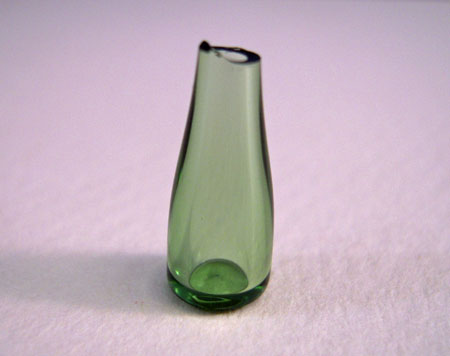 Bright deLights Green Glass Wine Decanter 1:24