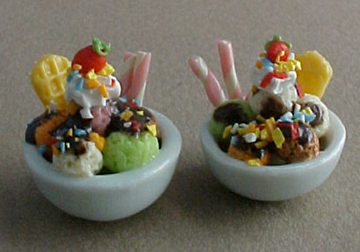 Pair Of Chocolate Sundaes 1:12 scale