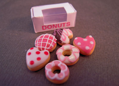 Bright deLights Valentine Donuts With A Box 1:12 scale
