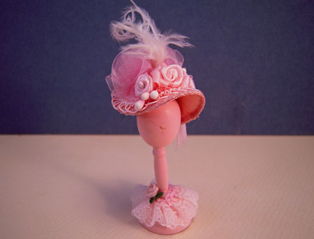 Loretta Kasza Hand Crafted Pink Hat On A Wooden Stand Dollhouse Miniature 1:12 Scale