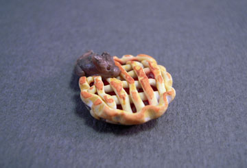 Handcrafted Mouse In A Cherry Pie 1:24 scale