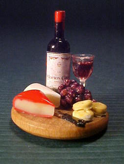Round Board With Wine and Cheese 1:12 scale