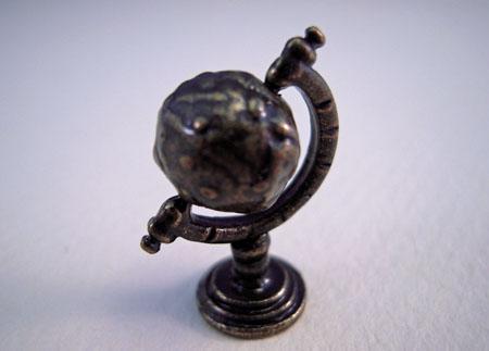 Townsquare World Globe 1:24 scale