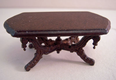 Bespaq Mahogany Vintage Fancy Victorian Carved Coffee Table 1:24 scale