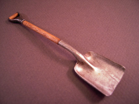Sir Thomas Thumb Miniature Short Handle Square Garden Shovel 1:12