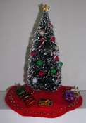 "1"" Scale Decorated Christmas Tree with Gifts"